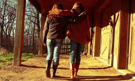 Best-friends-walking-with-007