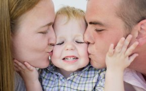 child-parents_2101408a.jpg
